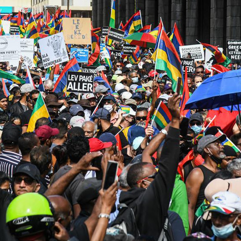 Thousands Protest in Mauritius Over Oil Spill, Dead dolphins & Corruption