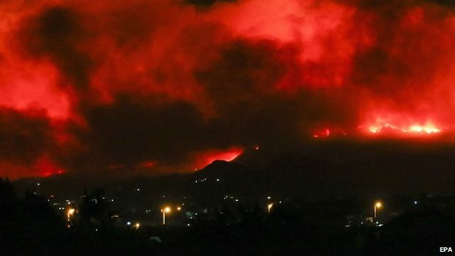 South Africa on Fire as Table Mountain Forest Fire Spread to the University of Cape Town